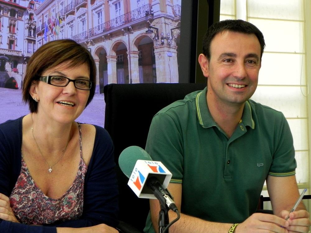 En la foto, el alcalde de Portugalete, Mikel Torres, junto a la concejala de Promoción Económica y Empleo, Arantza Martínez.